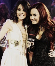 Demi,Selly,&1D