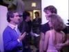 Petite anecdote >> J'adore quand il lui prend le haut de la couture de sa robe tout en écoutant le réalisateur... C'est mimi !!