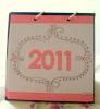 Fiz esse calendário usando aquelas capinhas de cd que sempre vão para o lixo. E montei o calendário com kit digital.