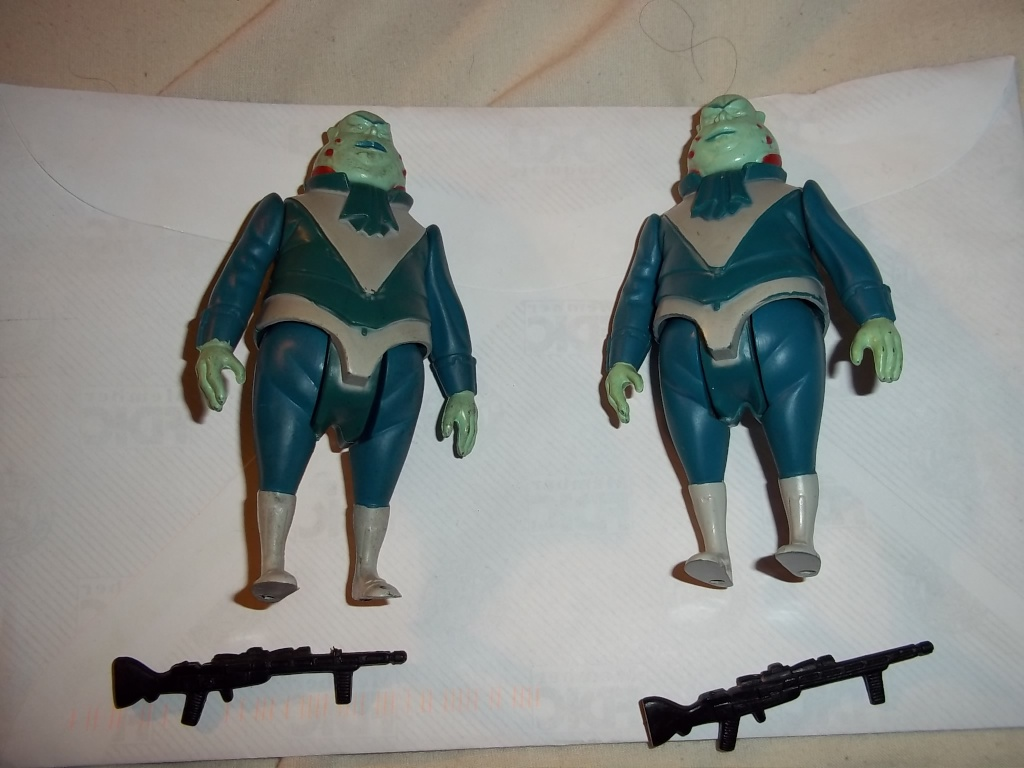 FS: pair of glasslite vlix figures complete. 100_1144