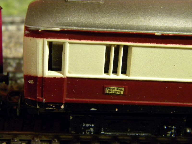 Kleinbahn-D-Zug-Wagen aus den frühen Fünfzigern des vorigen Jahrhunderts im Einsatz mit Fleischmann-Lok 01122