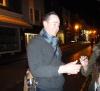 Matthew Macfadyen - yeux fermés, mais souriant - à Brighton, le 25 octobre 2013.