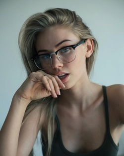 Alicia Kayne.