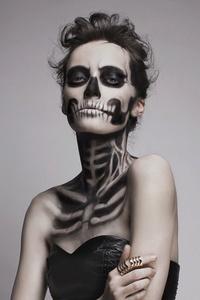 Spooky Sexy Skeleleton