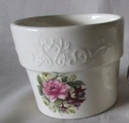 2146 small flower pot rimmed and scrolled